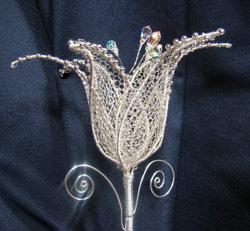 liliom ezüstözött drótból