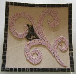 fekete és rózsaszín mozaik