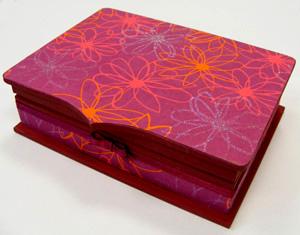 csillámos doboz piros-lilában