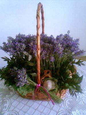Levendulás kosár (virágkötés)